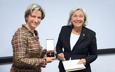 Bundesverdienstkreuz: Renate Pilz für Engagement ausgezeichnet